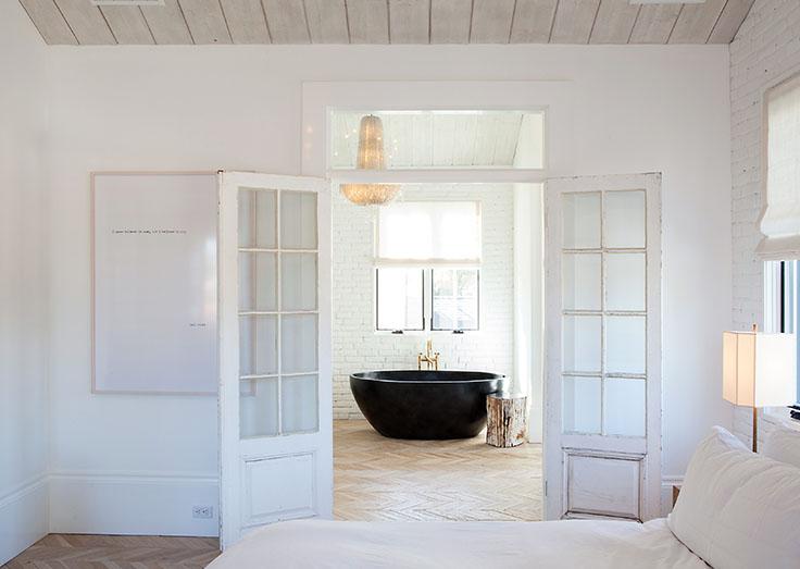Modern Bathroom in Black